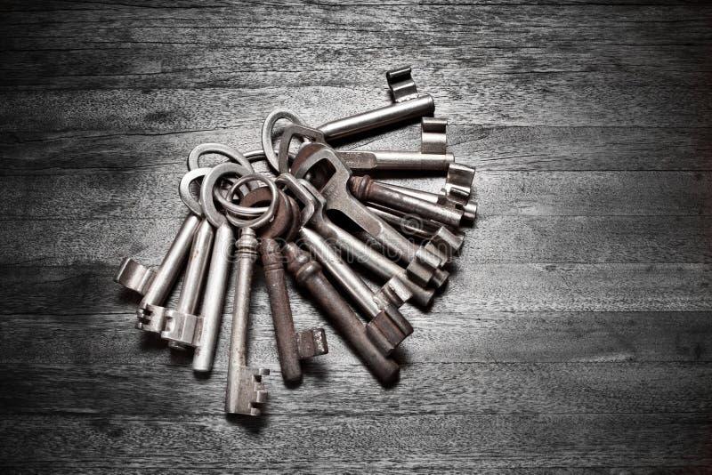 Старые ключи ключевого кольца стоковое изображение