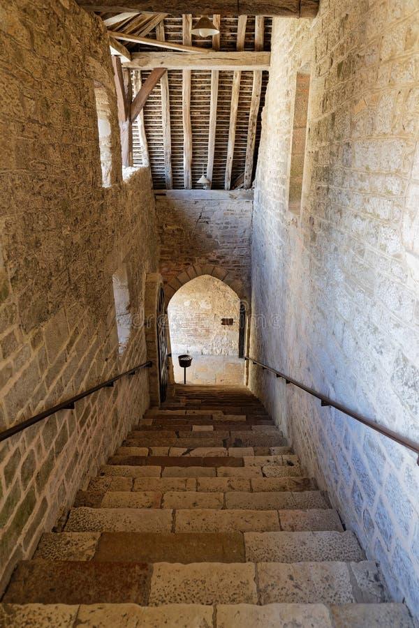 Старые лестницы в Замке du Clos de Vougeot стоковое фото rf