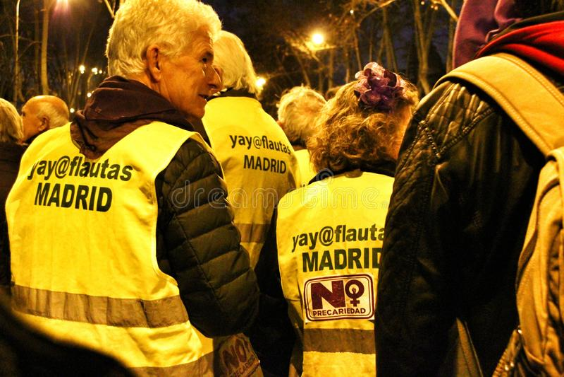 Старые люди демонстрируя на Международный женский день стоковое изображение