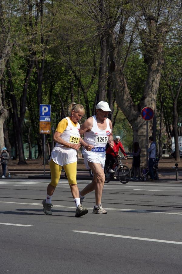 старые люди марафона стоковые фотографии rf