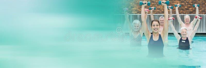 Старые люди работая в бассейне с переходом стоковые изображения