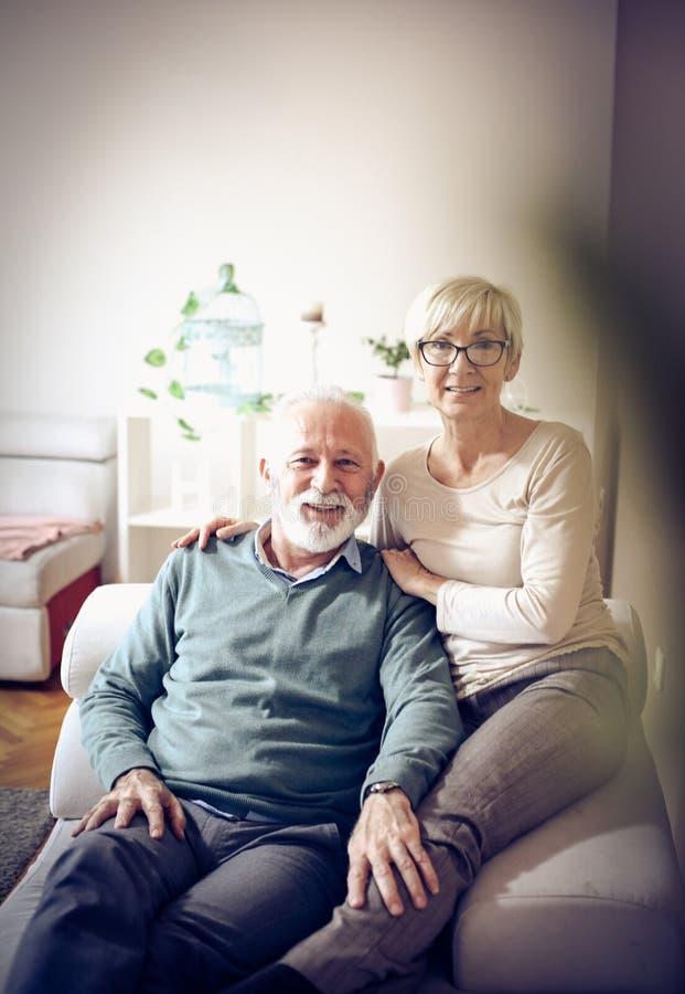 старые люди старшия 2 портрета пар стоковая фотография