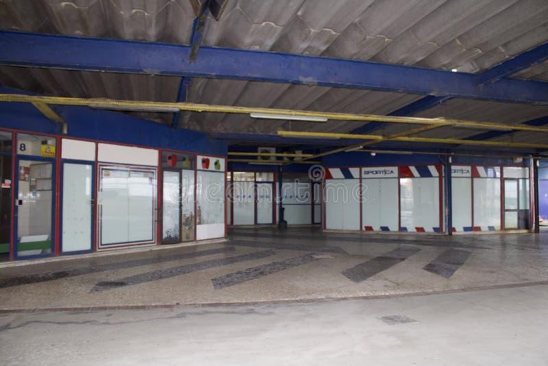 Старые магазины на станции Баррейро стоковые изображения