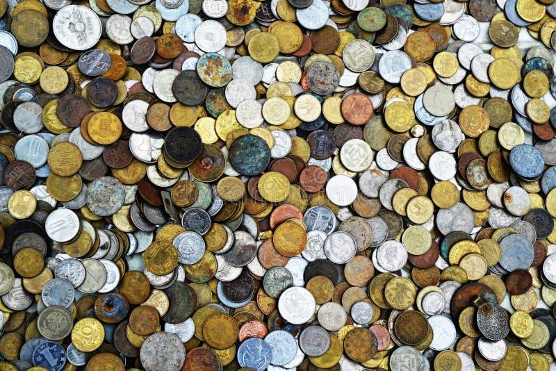 Старые монетки вещей стоковое изображение rf
