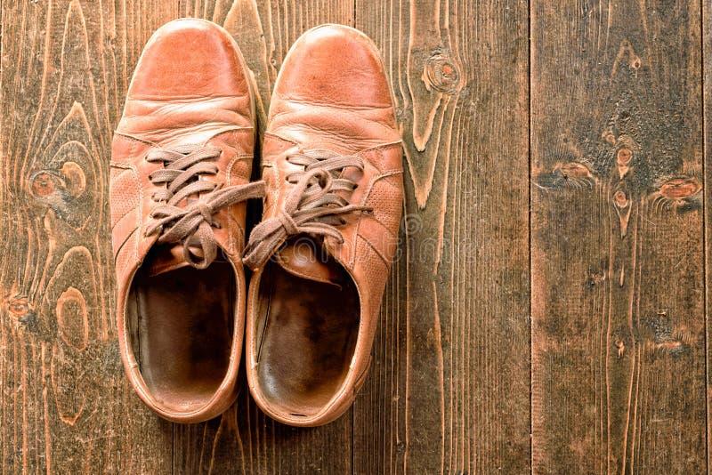 Старые несенные ботинки Брайна кожаные стоковое изображение rf