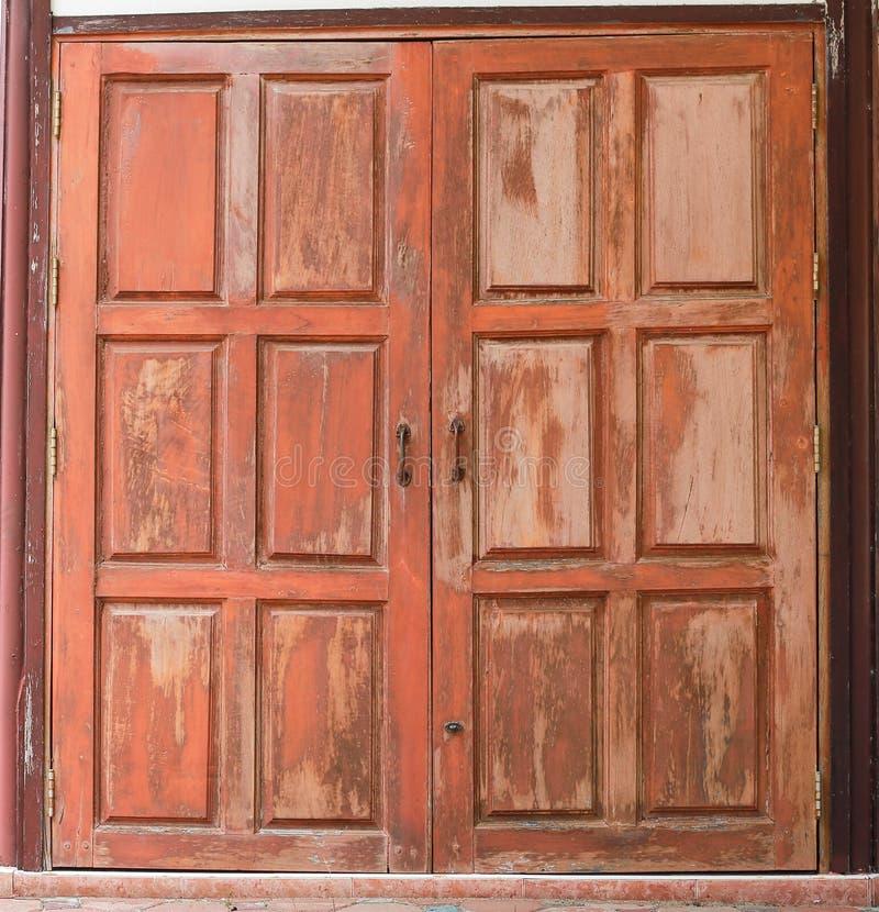 Download старые окна деревянные стоковое фото. изображение насчитывающей green - 41651578