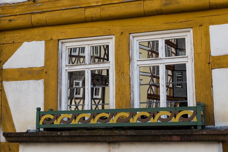 старые 2 окна стоковое фото rf