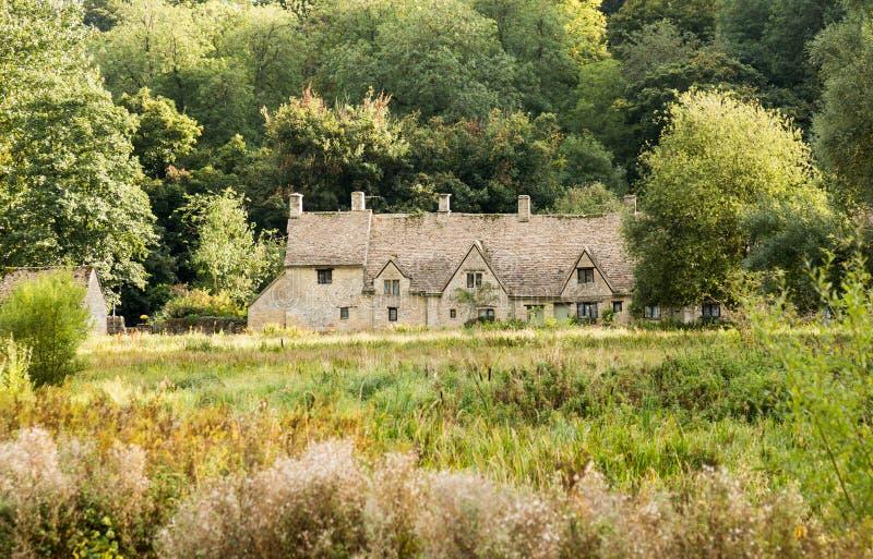 Старые дома в районе Cotswold Англии стоковые фотографии rf