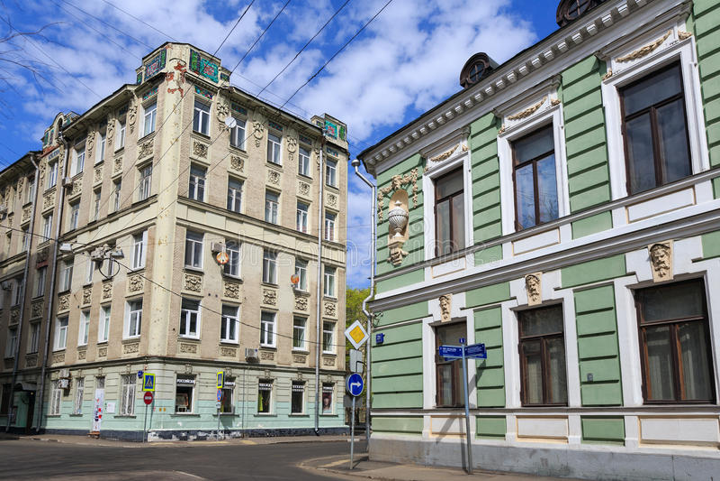 Старые дома на Podsosensky-майне moscow Россия стоковые изображения