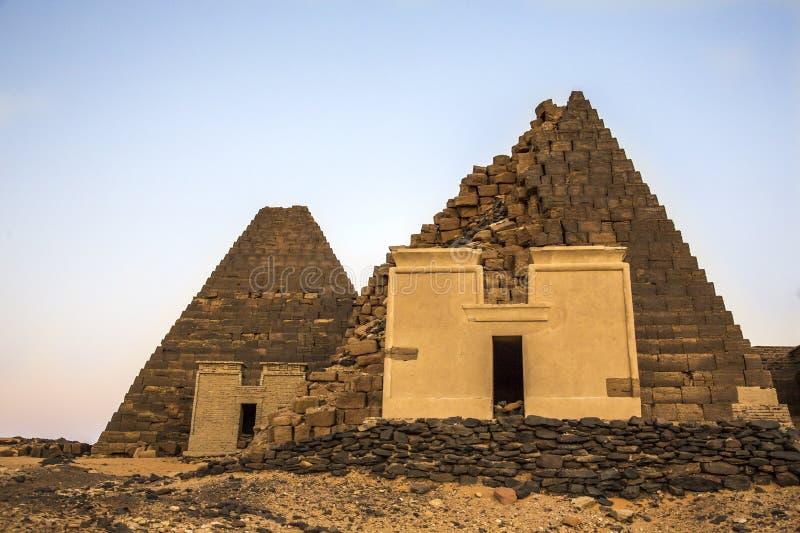 Старые пирамиды Meroe в пустыне в удаленном Судане стоковые изображения rf