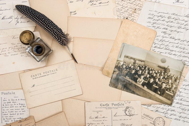 Старые письма, античная ручка пера и фото года сбора винограда детей стоковое фото rf