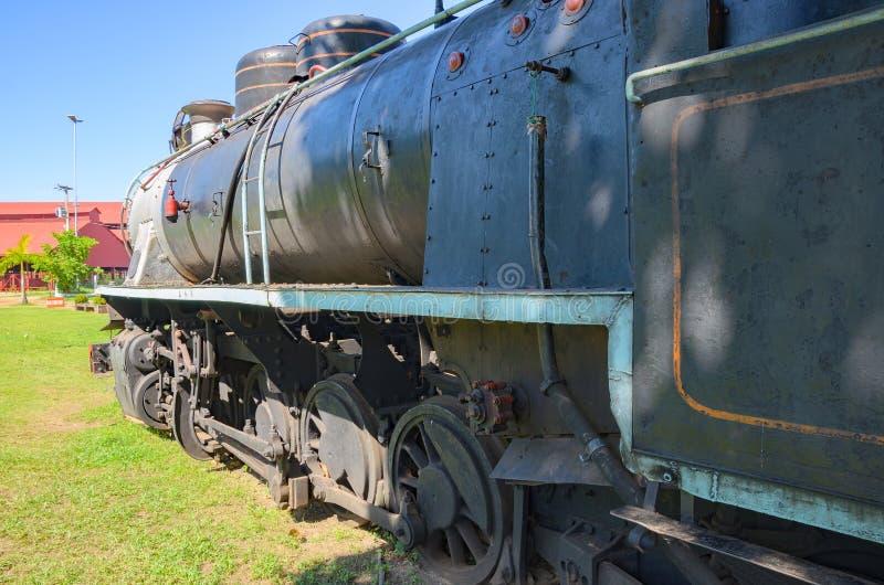Старые поезда которые туристические достопримечательности на Estrada de Ferro Делать стоковое изображение rf