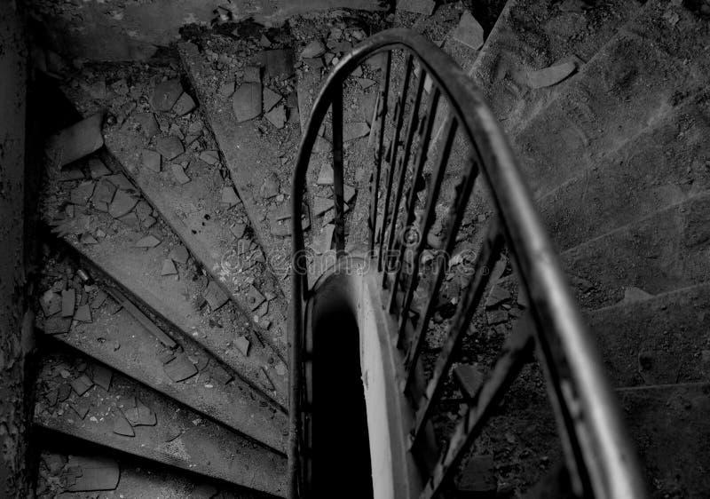 Старые покинутые лестницы стоковые фото