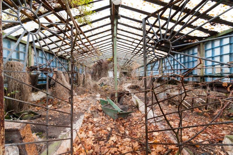 Старые покинутые парник или оранжерея на Pripyat - городе призрака около зоны отчуждения Чернобыль, Украины стоковое изображение
