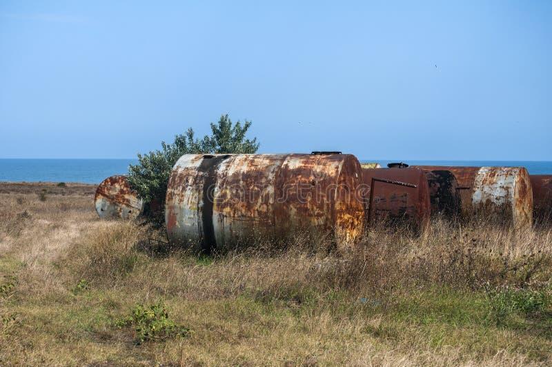 Старые получившиеся отказ вытравленные топливные баки стоковое изображение