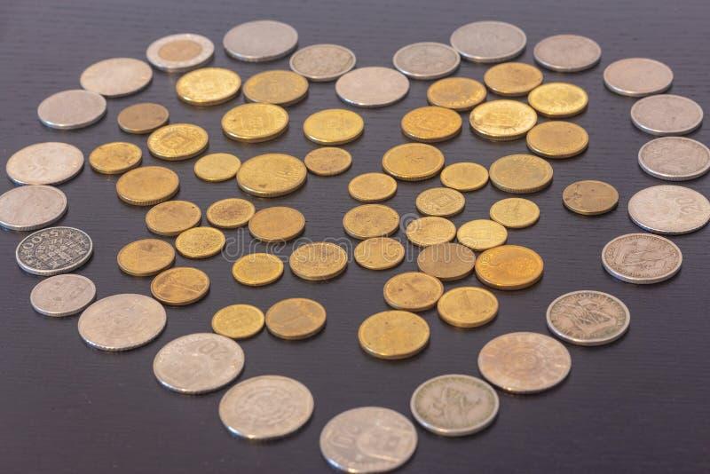 Старые деньги можно обменять на новые в Национальном банке.
