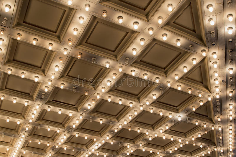 Старые потолочные освещения шатёр театра стоковые изображения