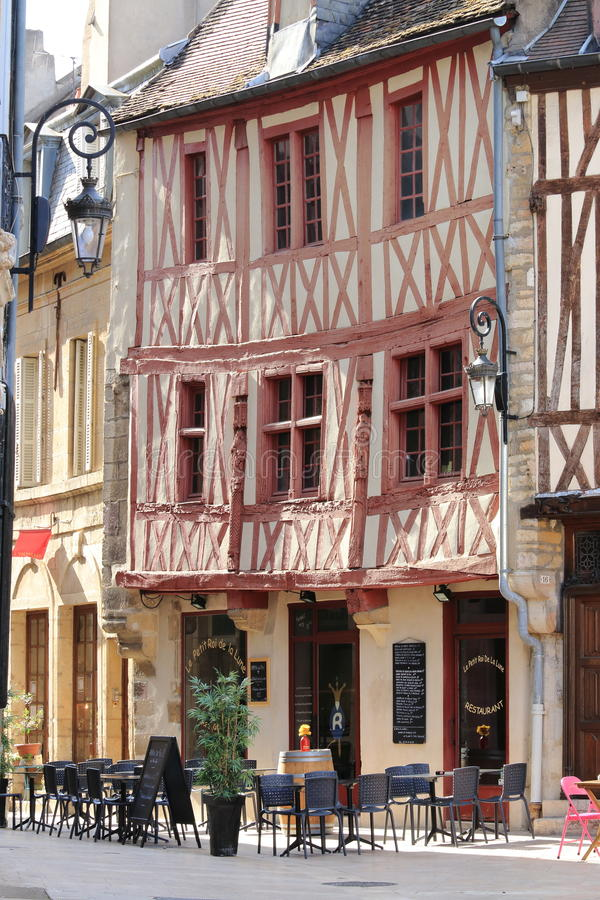 Старые полу-timbered дома и терраса, Дижон, Франция стоковое изображение rf