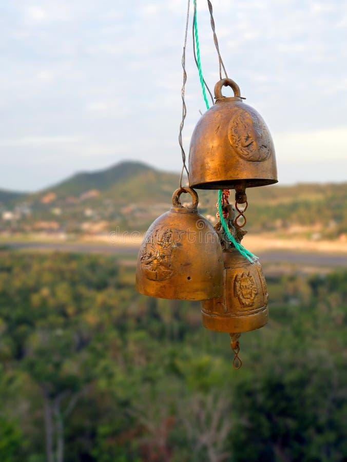 Старые религиозные колоколы на предпосылке природы стоковое фото