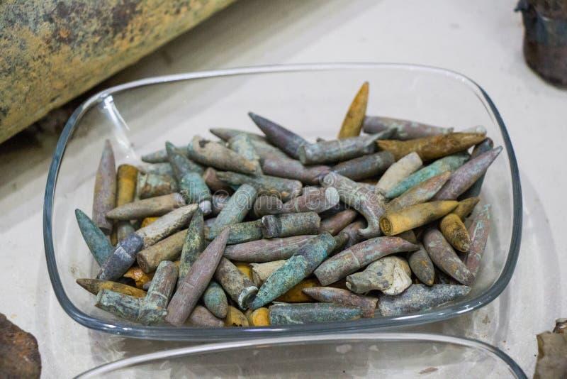 Старые ржавые боеприпасы пули стоковые изображения rf