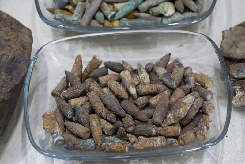 Старые ржавые боеприпасы пули стоковые изображения