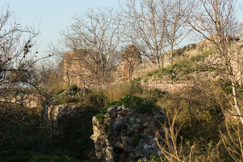 Старые римские стены окружая Iznik Nicea стоковая фотография rf