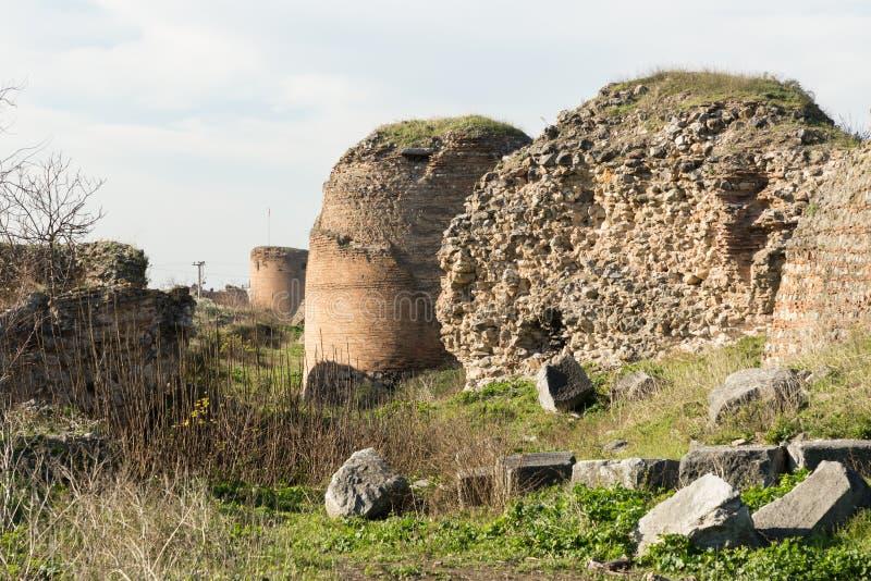 Старые римские стены окружая Iznik Nicea стоковое изображение
