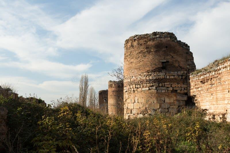 Старые римские стены окружая Iznik Nicea стоковое изображение rf