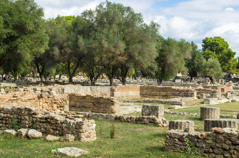 Старые руины археологических раскопок Олимпии в Пелопоннесе, Греции В древности Олимпийские Игры хозяйничались каждое четырехклас стоковая фотография rf