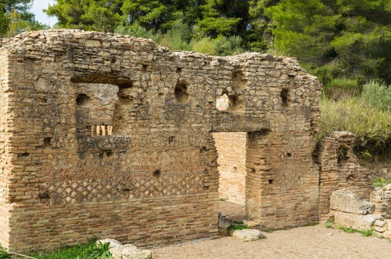 Старые руины археологических раскопок Олимпии в Пелопоннесе, Греции стоковая фотография rf