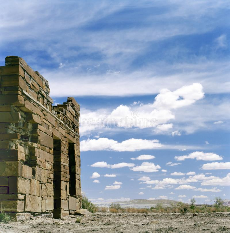 Старые руины на крае городка стоковые изображения rf