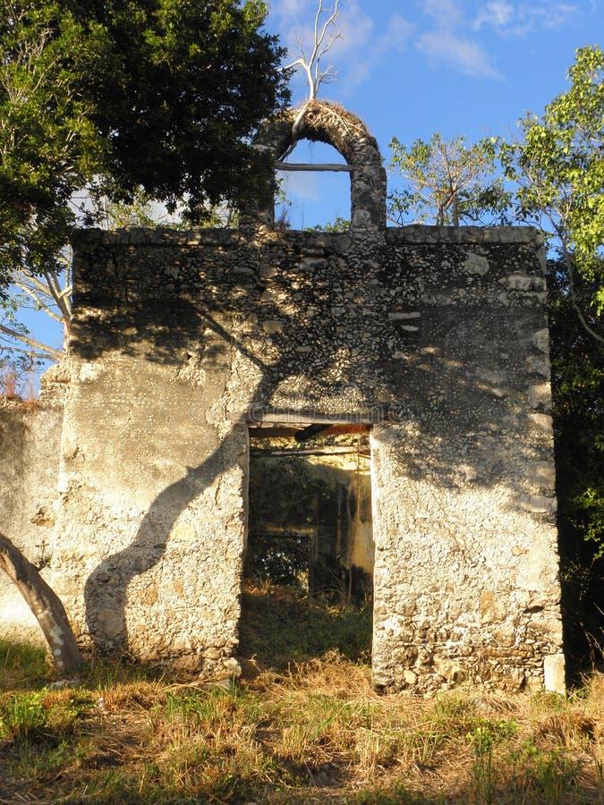 Старые руины церков в покинутое крупное поместье в Юкатане, Мексика стоковая фотография rf