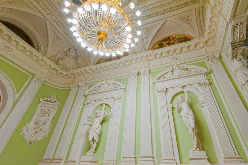 Старые скульптуры в интерьере Дворца бракосочетаний стоковая фотография rf
