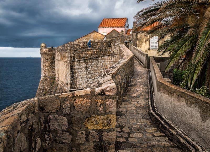 Старые стены города Дубровника Хорватия стоковое изображение rf