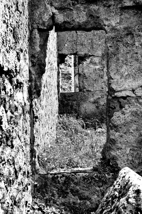 Старые стены и двери стоковые фотографии rf