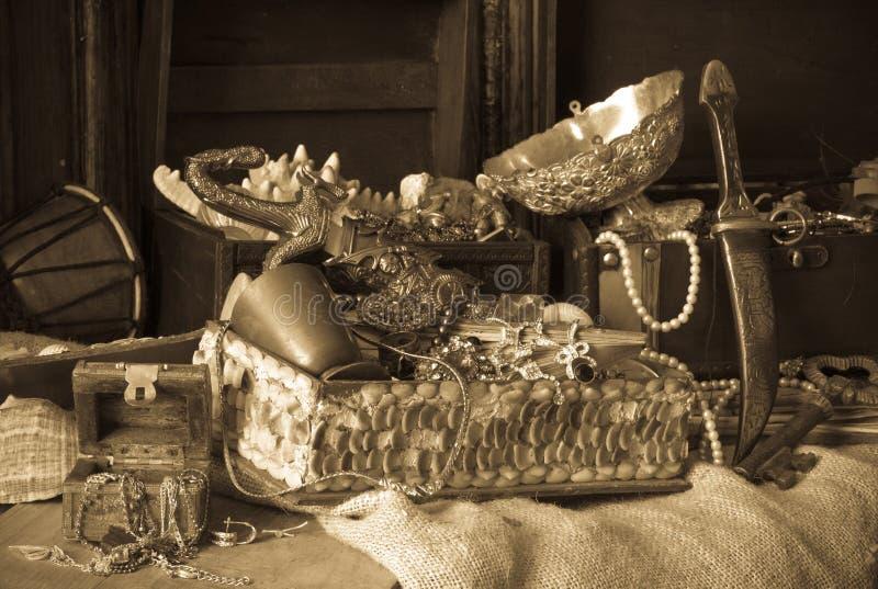 Старые сундуки с сокровищами стоковое изображение rf