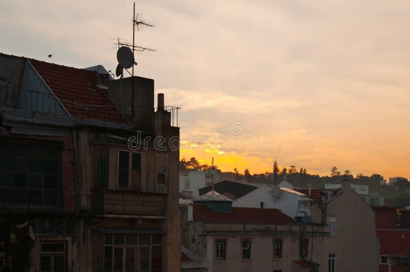 Download Старые типичные здания в Лиссабоне, Португалии, на заходе солнца Стоковое Фото - изображение насчитывающей город, типично: 40585574