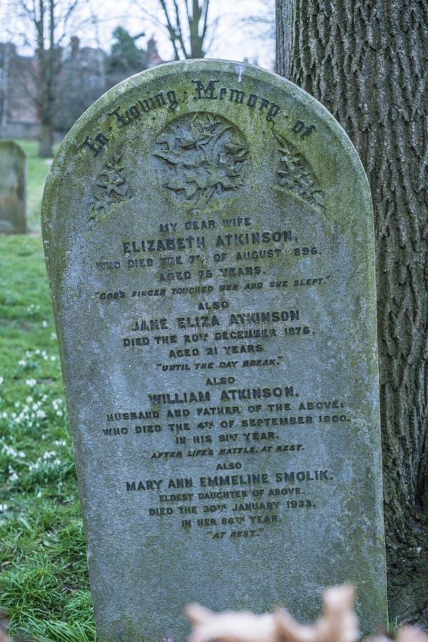 Старые тягчайшие остатки СУЛОЯ в мире на кладбище стоковая фотография