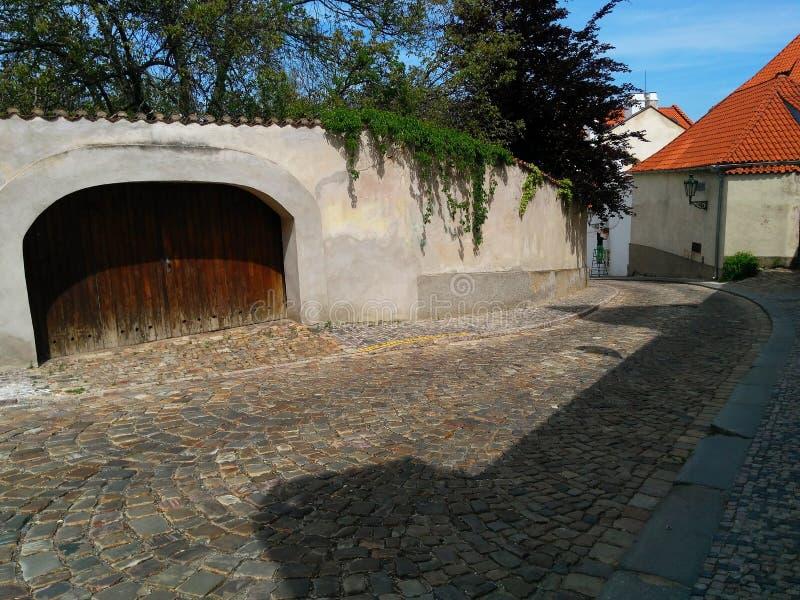 Старые улицы в Праге стоковое изображение