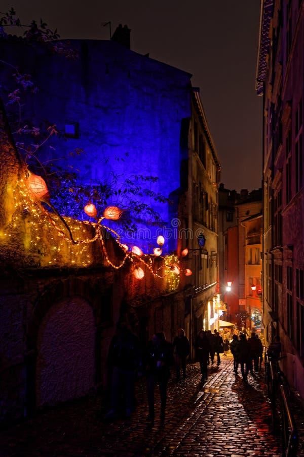 Старые улицы Лиона во время фестиваля света стоковые фото