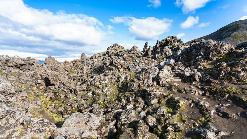 старые утесы на наклоне на поле лавы Laugahraun стоковое изображение