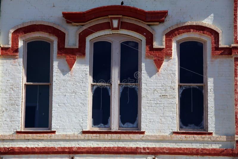 Старые фронты магазина городка стоковое фото rf
