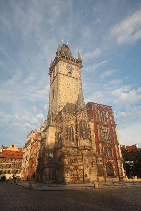 Старые часы ратуши в Праге в раннем утре стоковое изображение