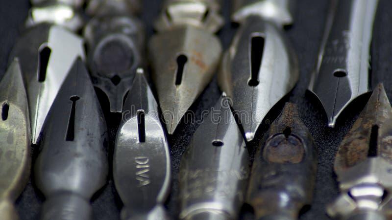Старые nibs ручки металла стоковые фотографии rf