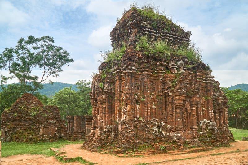 Старые reiligous здания от империи Champa - культуры cham В моем сыне, около Hoi, Вьетнам Место всемирного наследия стоковое фото rf