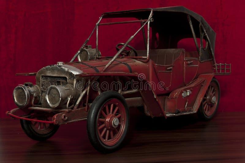 Старый автомобиль игрушки стоковое изображение rf