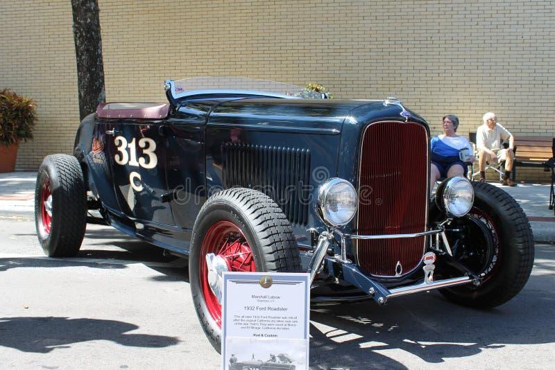Старый автомобиль родстера Форда на выставке автомобиля стоковые изображения rf