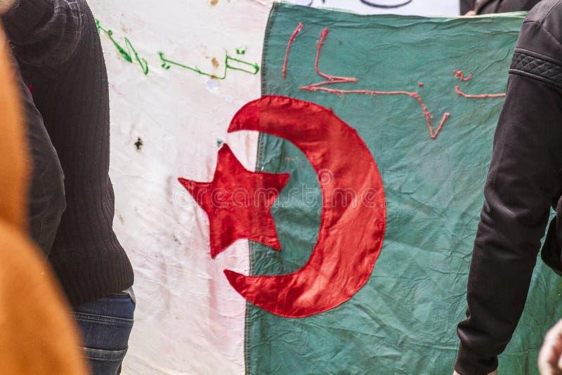 Старый алжирский флаг стоковые изображения rf