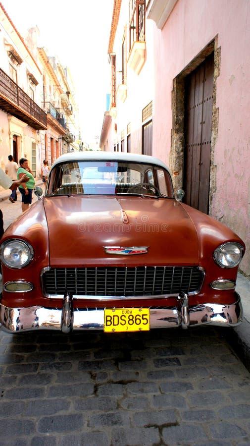 Старый американский автомобиль. Красный Chevrolet. стоковые изображения