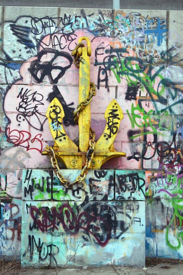 Старый анкер моря вокруг граффити стоковые изображения